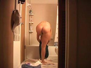 Ex girlfriend spied while under shower Picture 4