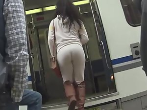 Hot bubble butt can't be hidden in sweatpants