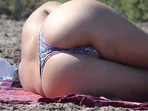 Voyeur focuses on exposed girls at the beach