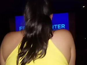 Teens have a clever way of fucking at the movies Picture 1