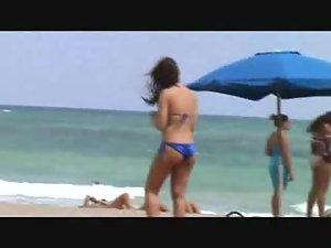 Seems like she got sand in her bikini Picture 8