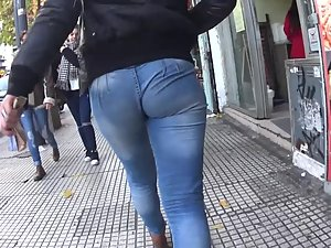 Just focus on those round ass cheeks Picture 8