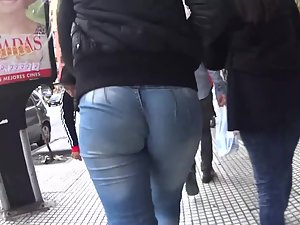 Just focus on those round ass cheeks