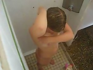 Female cousin spied while she showers