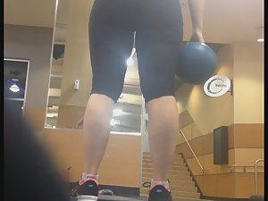 Noticeable ass in the gym Picture 4