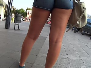 Simply adorable young blonde in shorts Picture 2