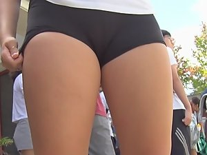 Unbelievable cameltoe of a schoolgirl