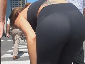 Sexy jogger bends over in front of me
