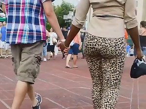 Black girlfriend's big ass in leopard tights