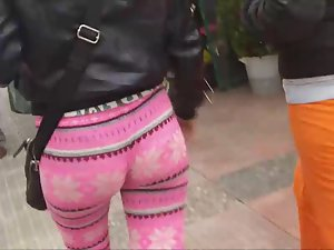 Perfect swag in pinkish tights