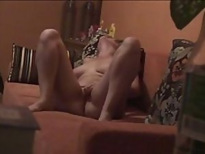 Hidden cam caught a hot girl on the sofa