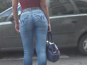 Catching up to tight young ass in jeans Picture 5