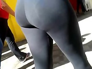 Great wiggling ass in black on the street