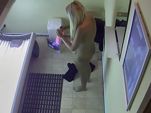 Curvy blonde spied in tanning saloon
