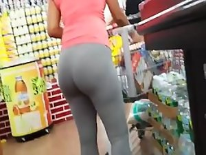Black woman's hot booty gets stalked