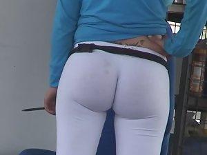 Gas station worker got an incredible ass