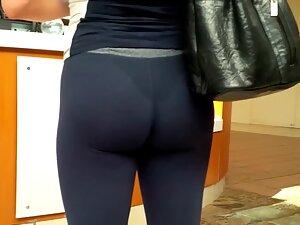 Sweaty ass crack noticed by a voyeur