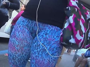 Bubbly ass and pussy bulge Picture 7