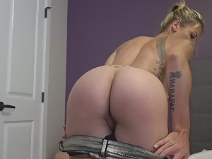 Sex with epic tattooed blonde Picture 3