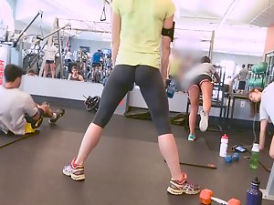 Ass splits in two when she squats