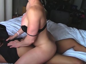 Bodybuilder woman fucks her black lover Picture 6