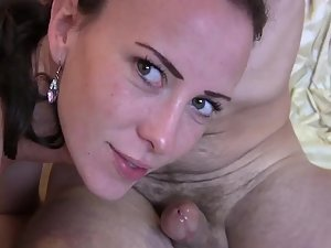 Milf gives blowjob and eats cum in a minute