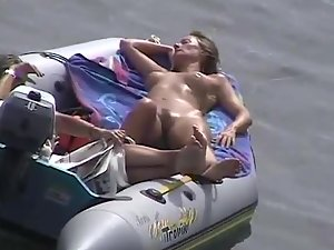 Zooming on girls in the boat