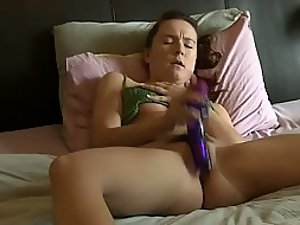 Spying sister's orgasm with a dildo