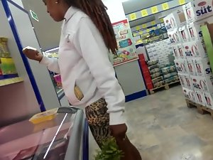 Big black booty in the supermarket Picture 4