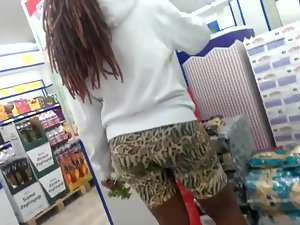 Big black booty in the supermarket Picture 8
