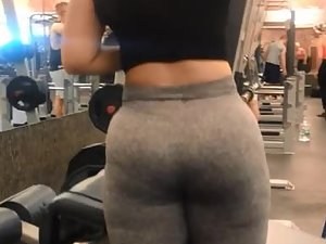 Big butt in front of candid camera at the gym