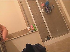 Sister's vanity spied in bathroom Picture 4