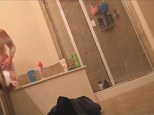 Sister's vanity spied in bathroom Picture 8