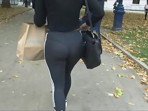 Creepshot of her tights and thong Picture 8