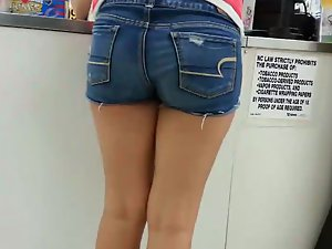 Quick look at a bubbly butt in shorts