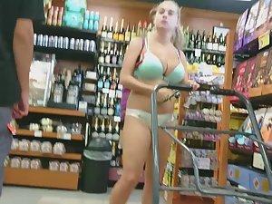 Big boobs bursting out of bikini top Picture 3