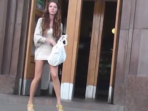 Voyeur tricks a hot girl to see upskirt