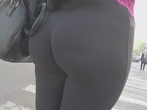 Awesome big ass in magical tights