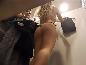 Teen shops with mom and undresses in front of her