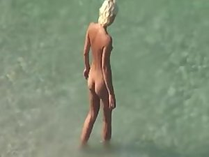 Amazing woman arrived to the beach