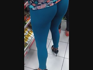 Milf in ultra tight blue leggings