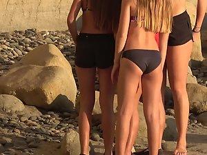 Teen girls making selfies on beach Picture 5