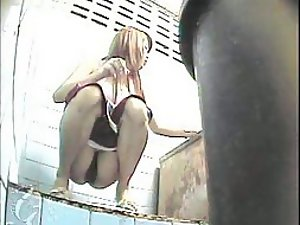 Asian girl spied when she pissed