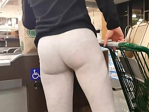 Ultra tight ass in front of me at cashiers
