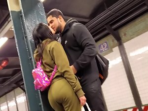 Kiss for the thick girl in subway station