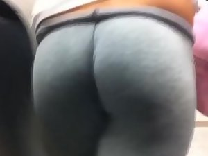 Thick ass in grey leggings