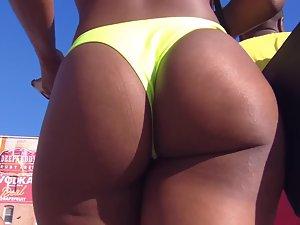 Chocolate booty wiggles in yellow bikini thong