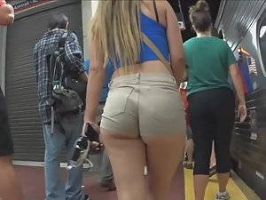 Young round ass in subway