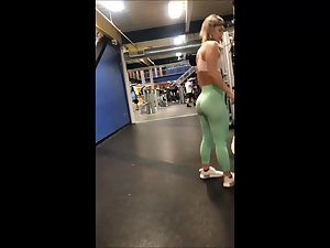 Peeping on strong muscular legs and ass in gym Picture 3