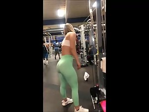 Peeping on strong muscular legs and ass in gym Picture 4